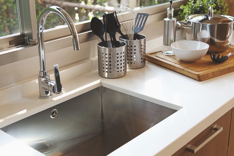 É possível instalar pia e cozinha completa em qualquer lugar da sua casa. Saiba como!